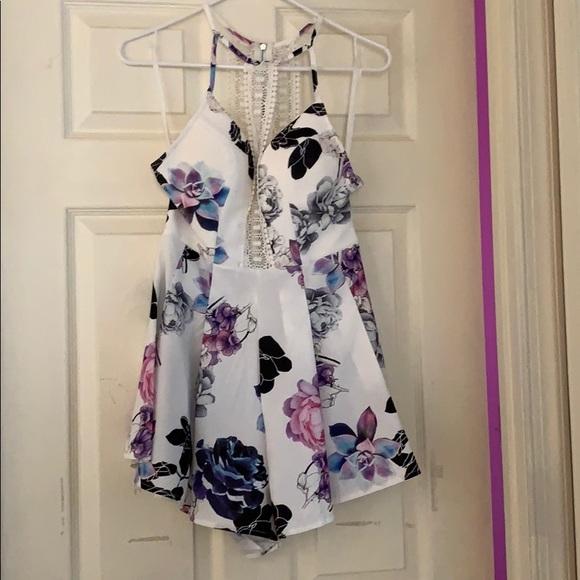 Selfie Leslie Dresses & Skirts - Selfie Leslie floral romper